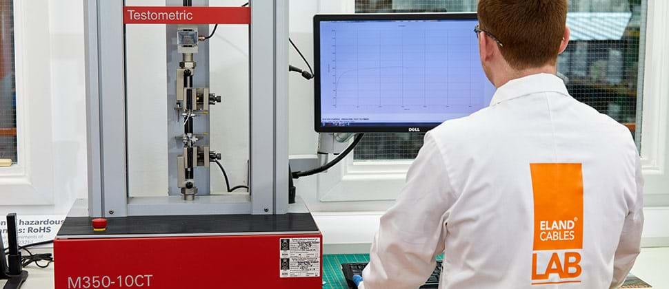 Test de traction et d'allongement pour les matériaux d'isolation des câbles électriques