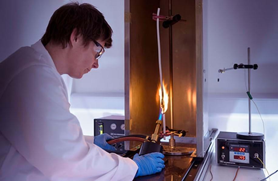 Test de propagation verticale de la flamme pour les câbles électriques